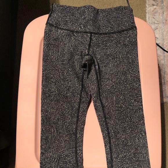 Lululemon black and white high waisted leggings
